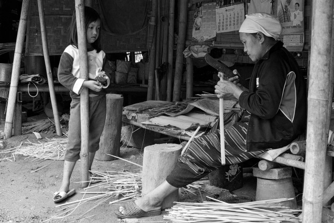 lahu basket weaver mother and daughter