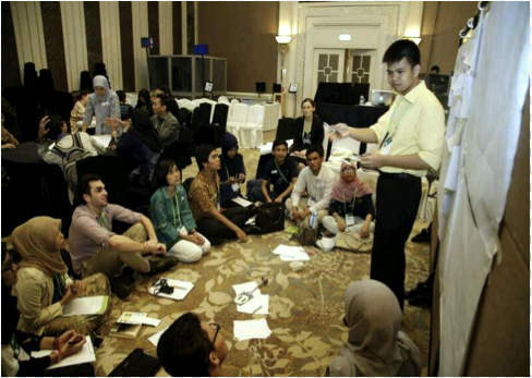 Jan Joseph Dida leads a discussion on food during the Youth Session at the Forests Asia Summit. Photo credit: Center for International Forestry Research (CIFOR)